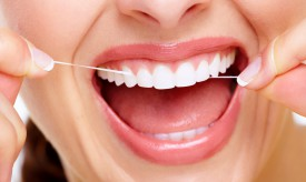 С какого возраста чистить зубы зубной нитью?